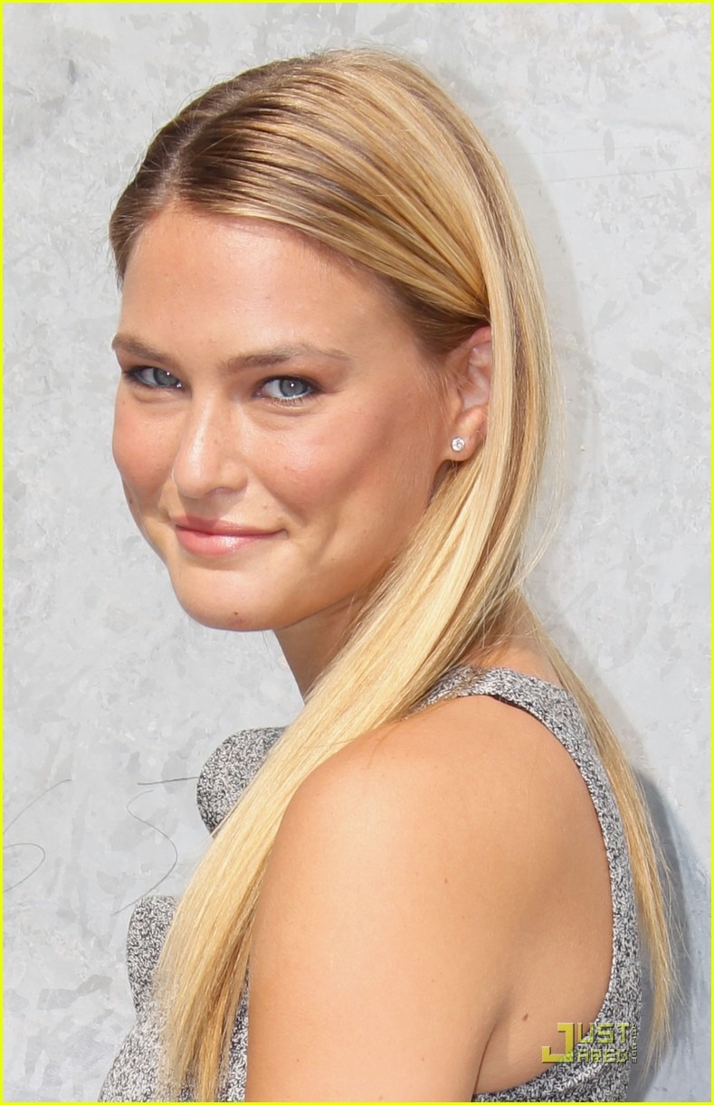 bar refaeli emporio armani fashion show 022583521