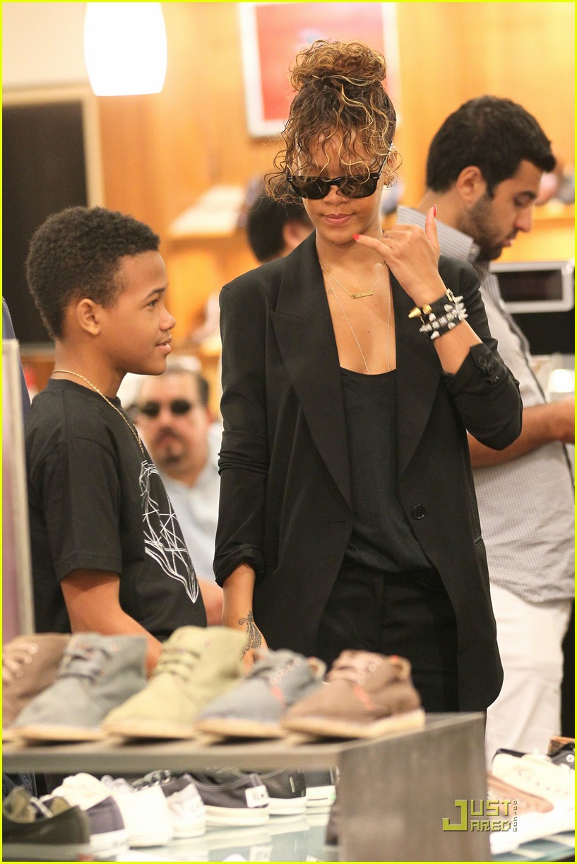 rihanna shopping with rajad 08