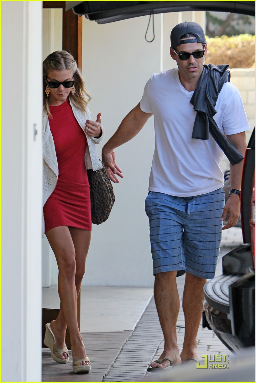 leann rimes little red dress 03
