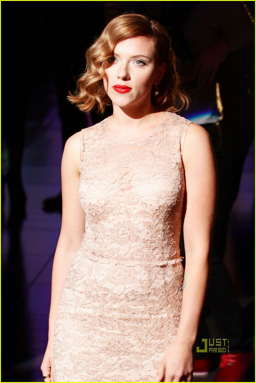 scarlett johansson dolce and gabbana milan fashion week 102583874