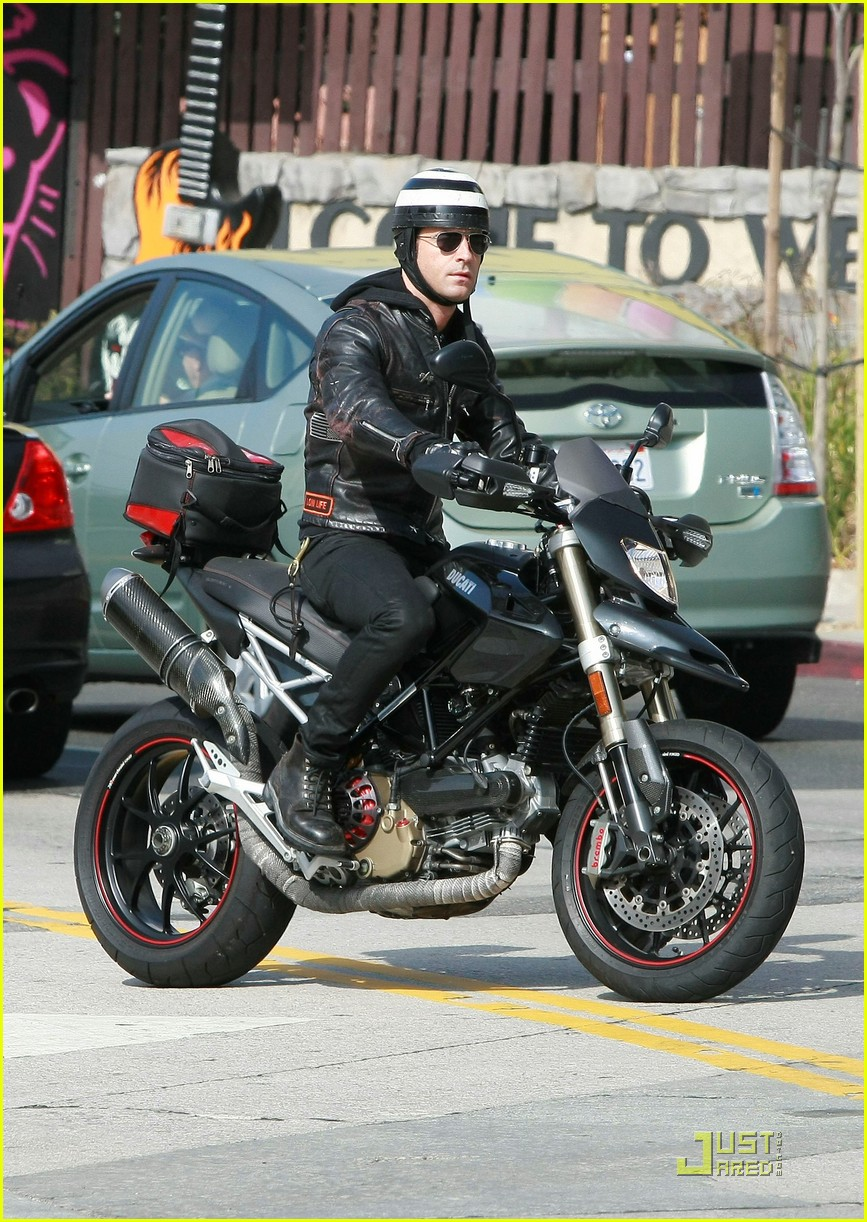 justin theroux motorcycle man 07