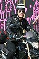 justin theroux motorcycle man 04