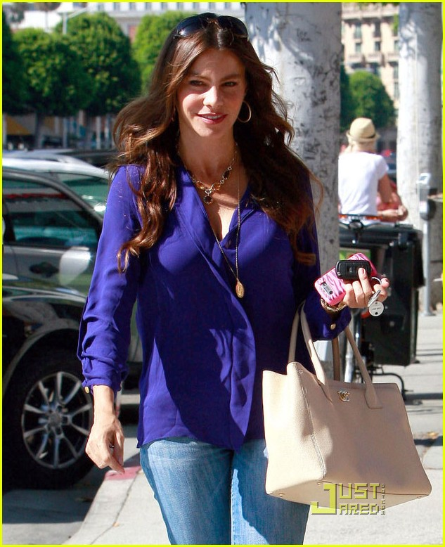 sofia vergara waves hello 062576416