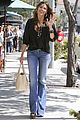 sofia vergara waves hello 09