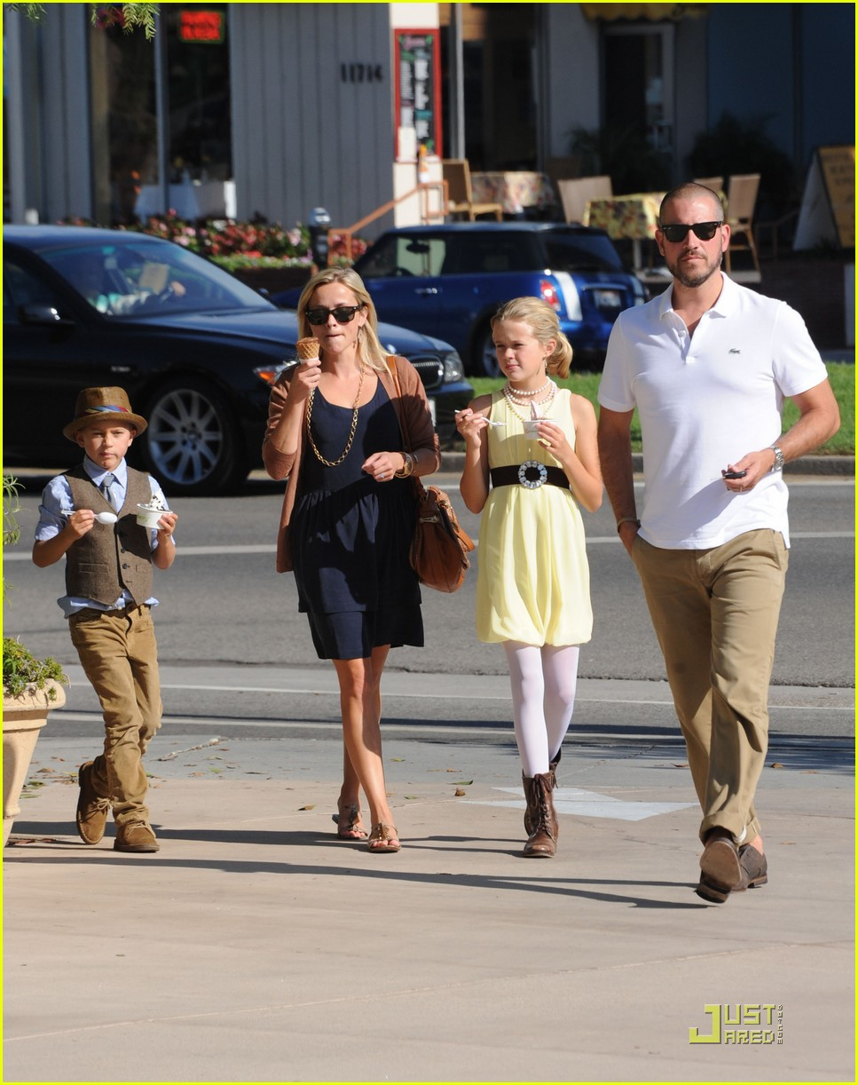 reese witherspoon car accident 01