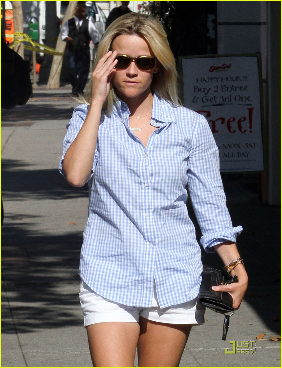 reese witherspoon sunny brentwood visit 102575817