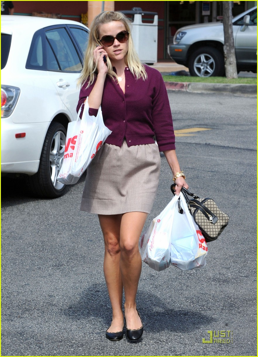 reese witherspoon cvs run 05