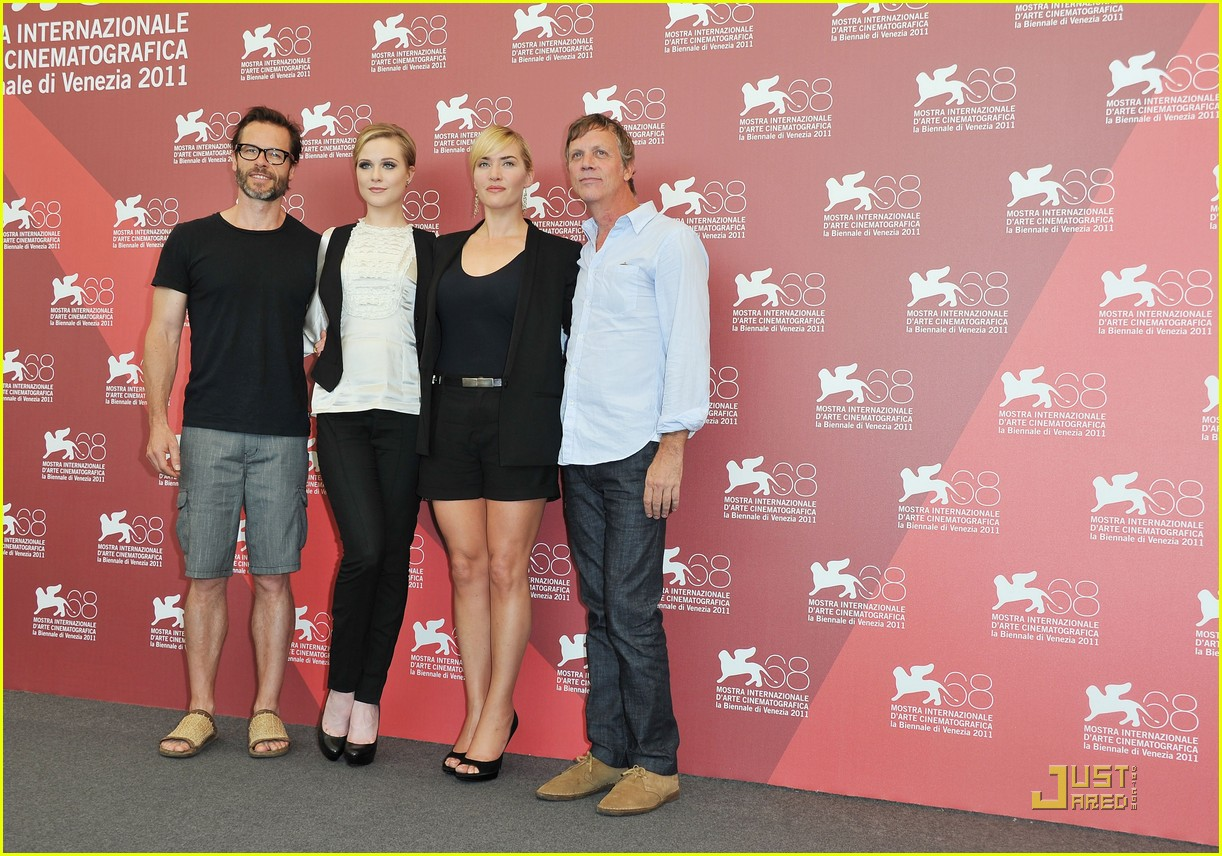 kate winslet evan rachel wood midlred pierce photo call venice 14