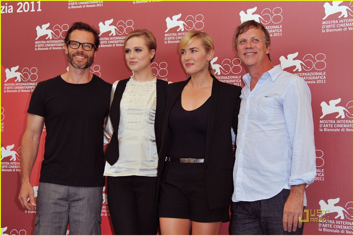 kate winslet evan rachel wood midlred pierce photo call venice 24