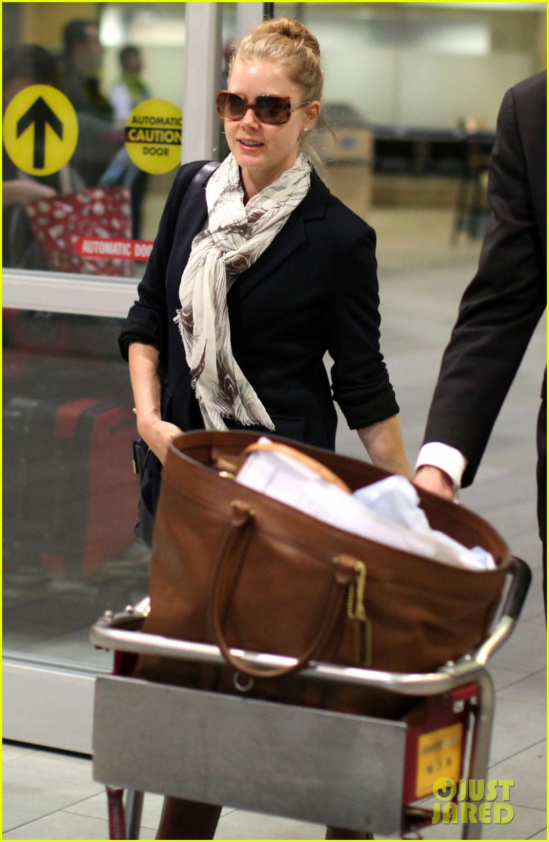 amy adams vancouver airport 03