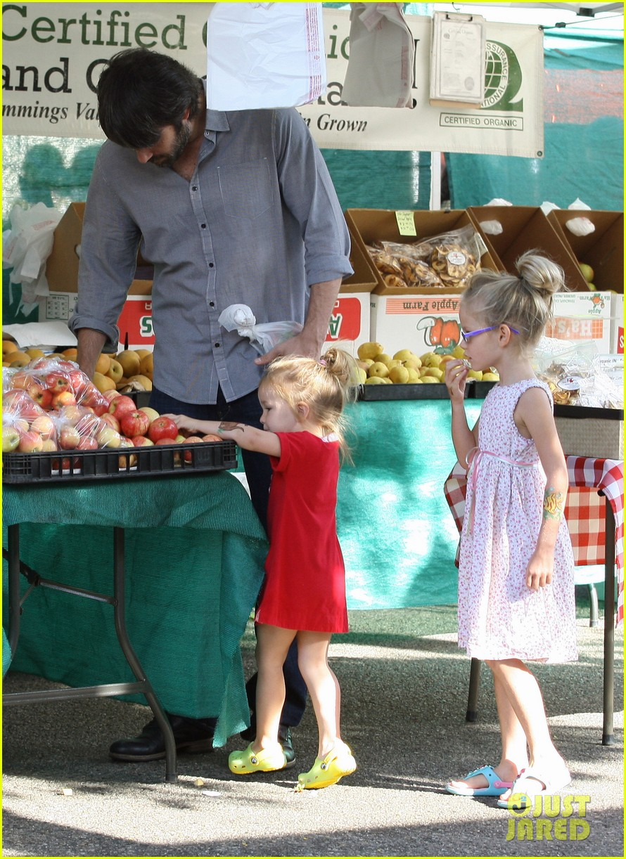 ben affleck shopping kids 13