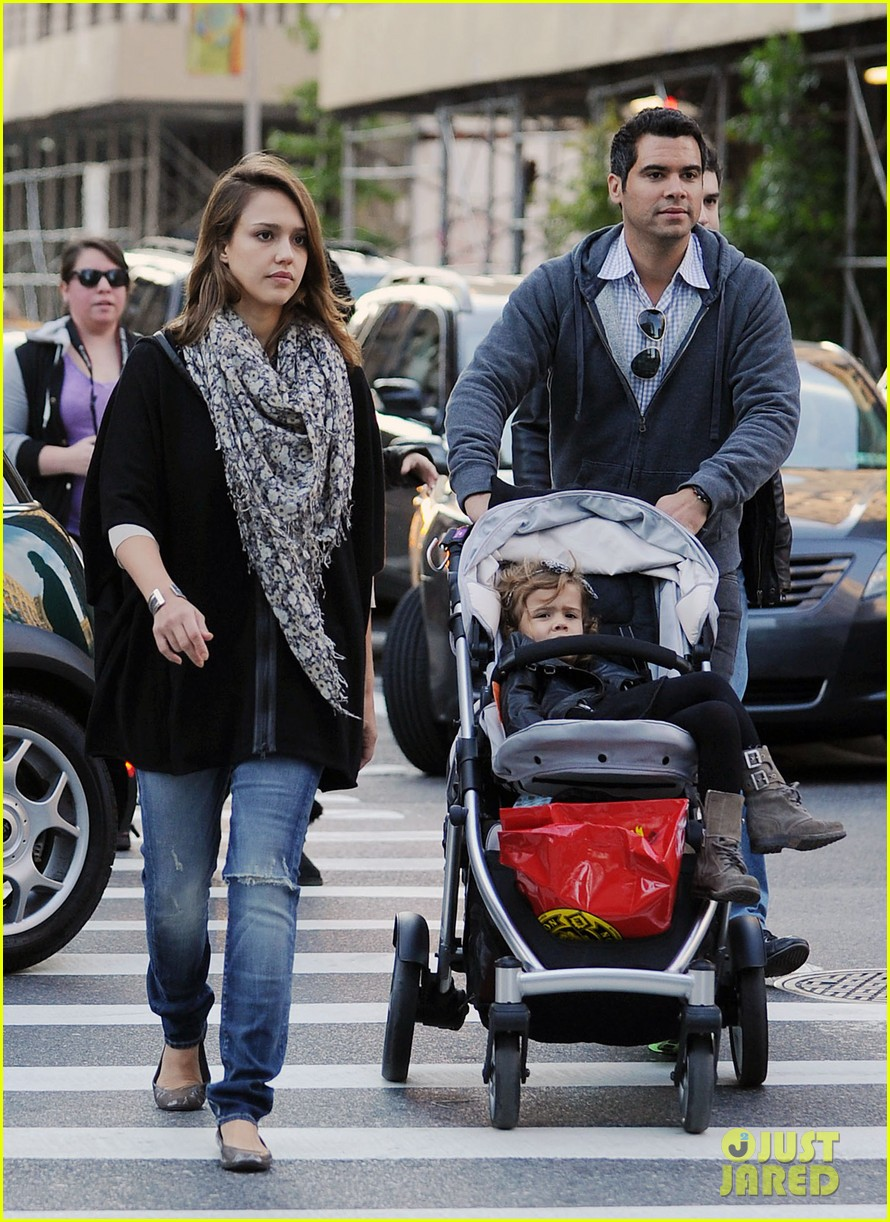 jessica alba out nyc family 01