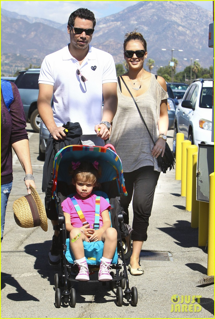 jessica alba family fun day 03