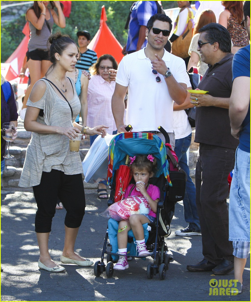 jessica alba family fun day 12