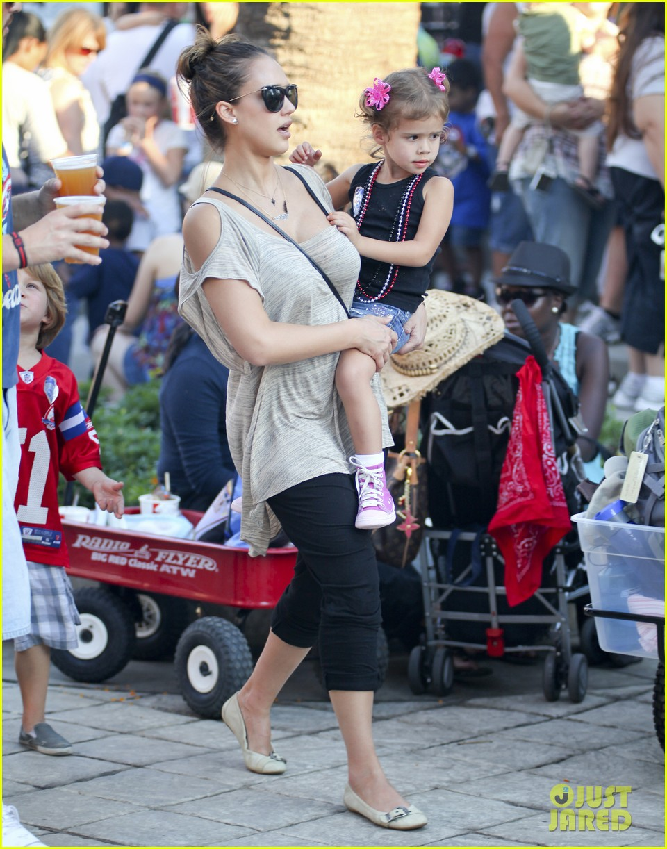 jessica alba family fun day 19