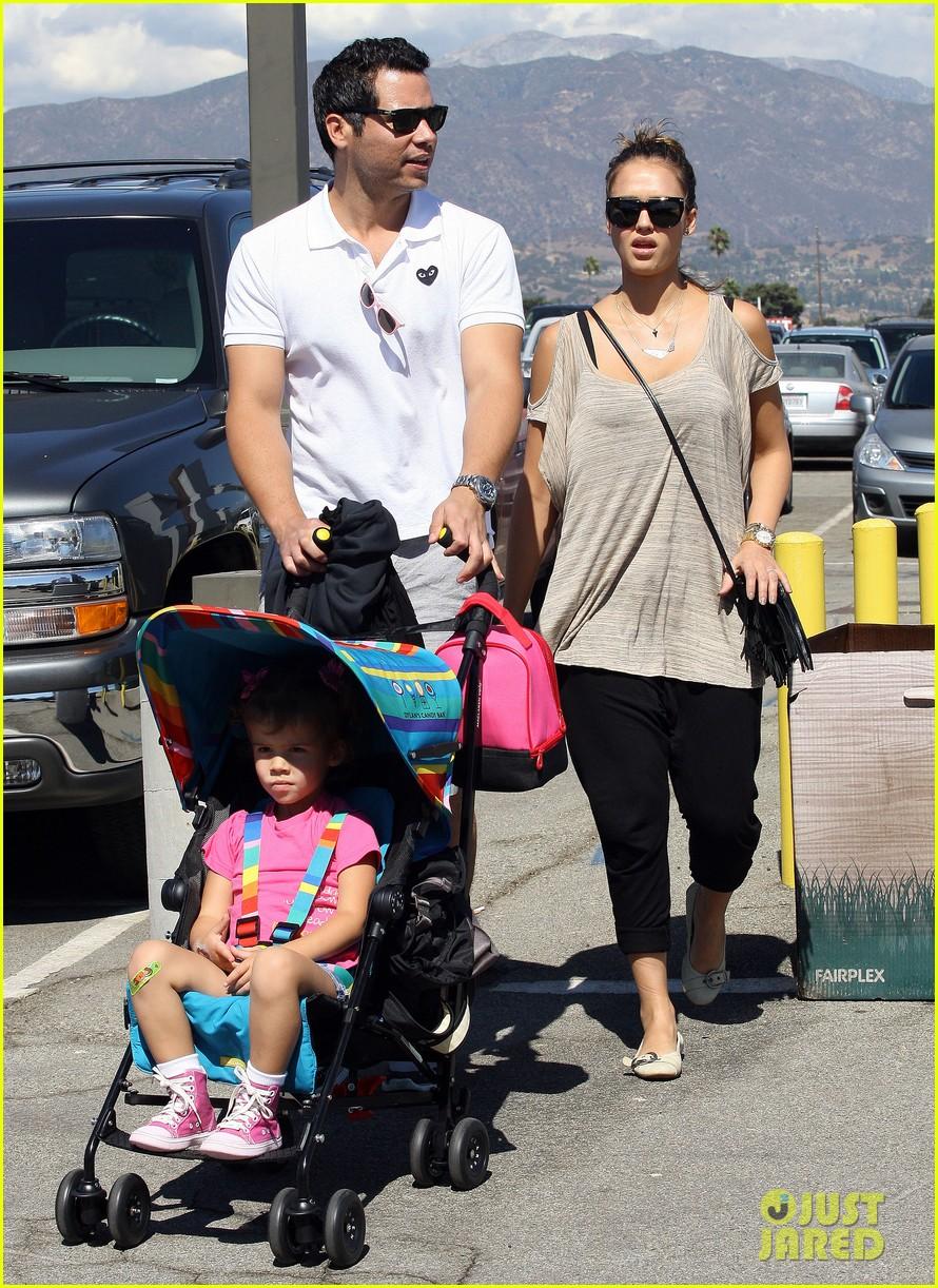 jessica alba family fun day 20