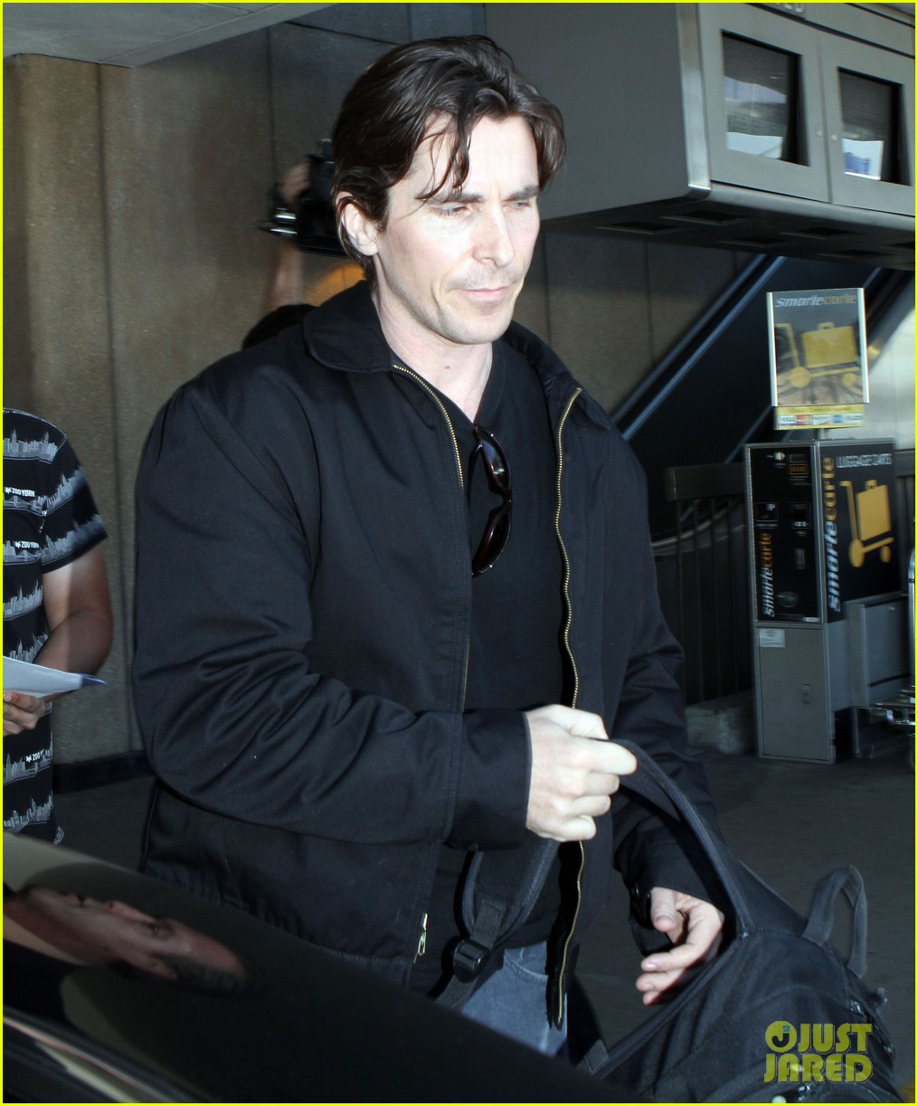 christian bale sibi new york airport 02