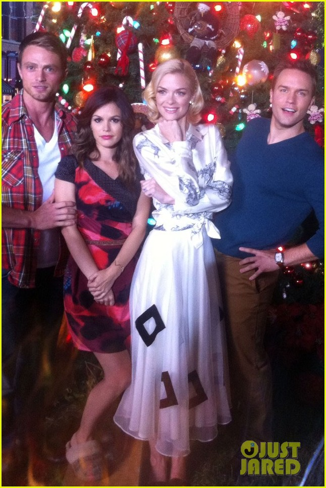 rachel bilson jaime king awkward family photo 05
