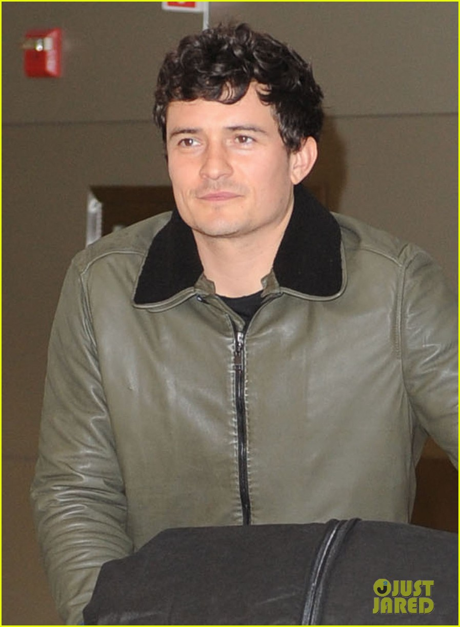 orlando bloom arrives jfk 012591638