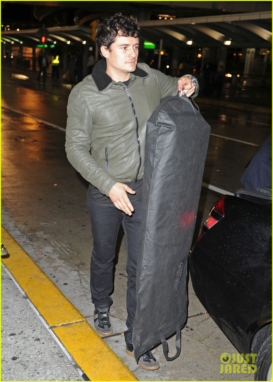 orlando bloom arrives jfk 02