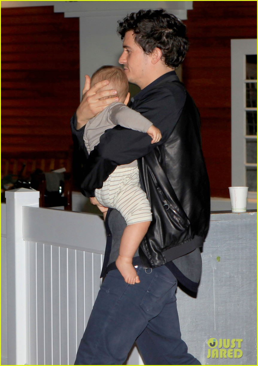 orlando bloom on the run with baby flynn 072592015