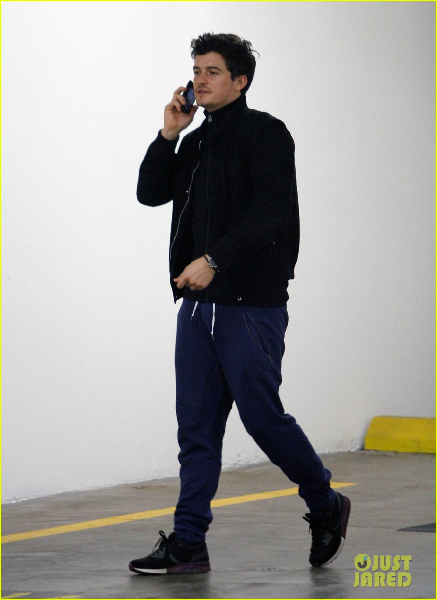 orlando bloom answers phone 01