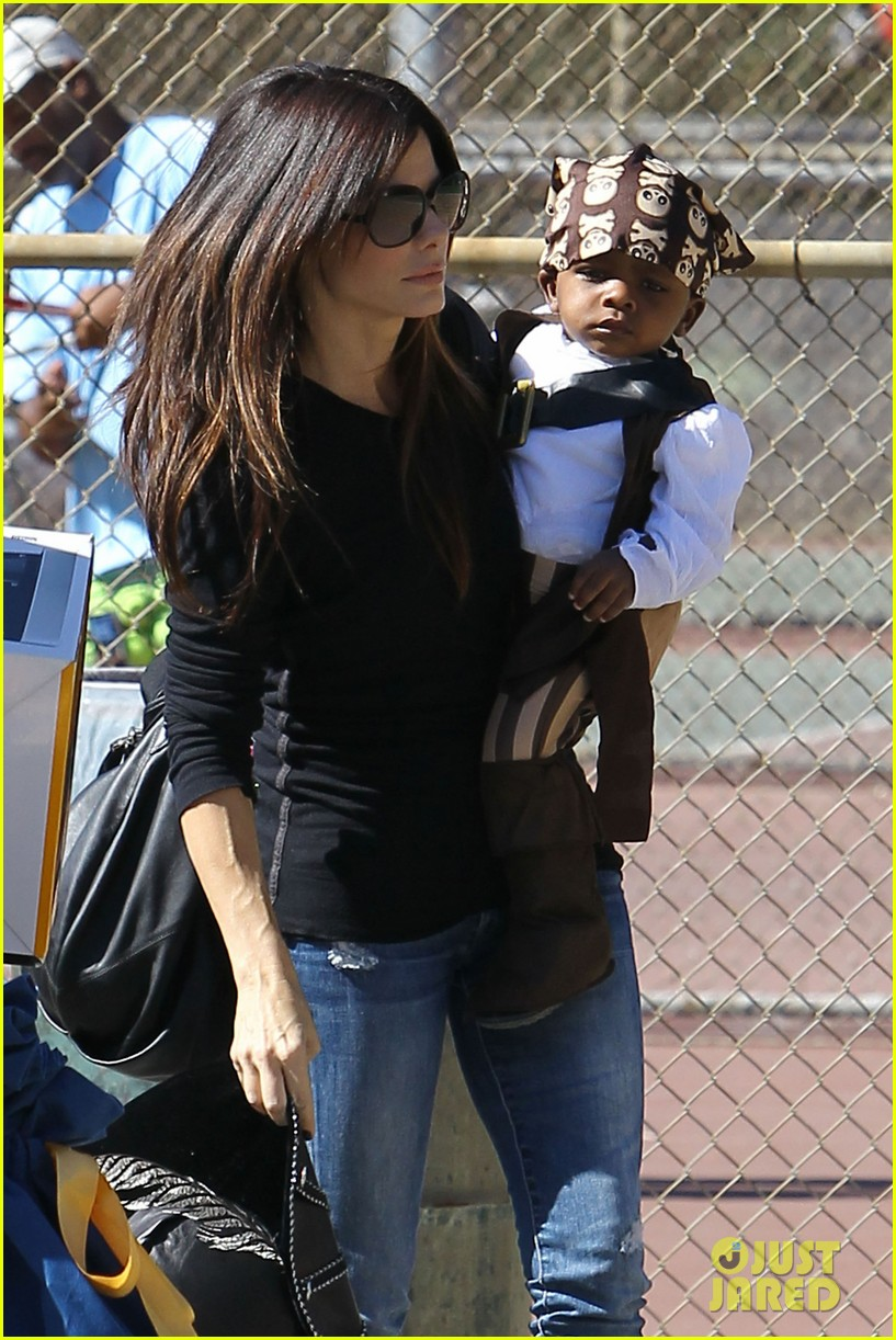 sandra bullock louis party pirate 022588183