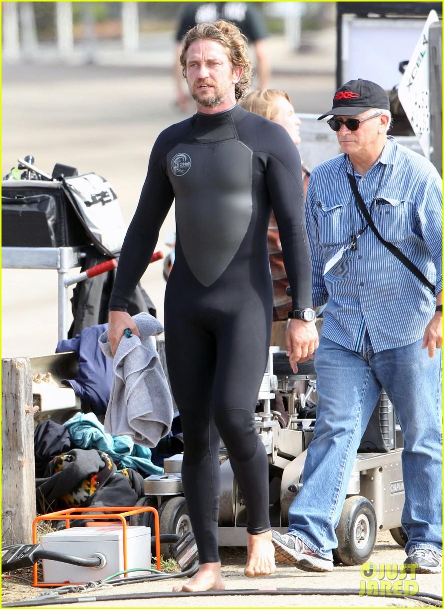 gerard butler shirtless wetsuit 04