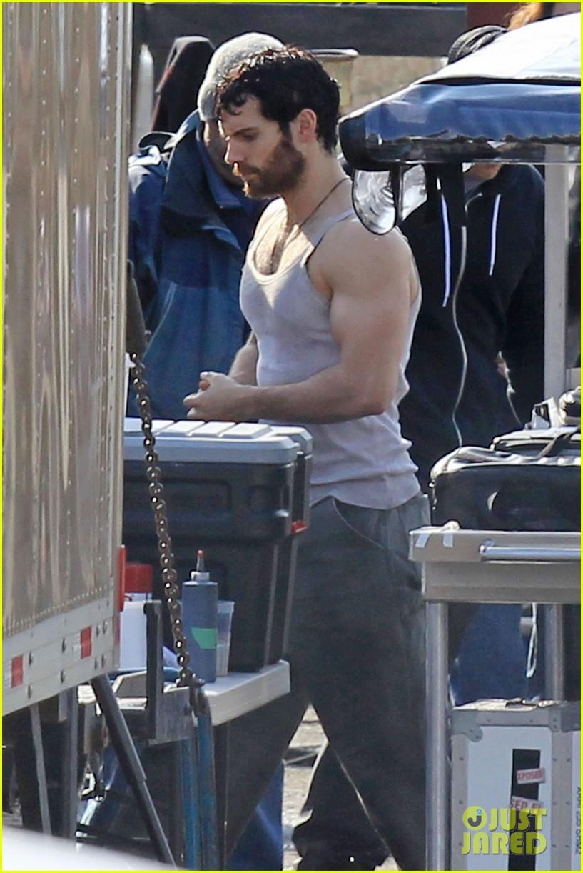 henry cavill bulging biceps 05