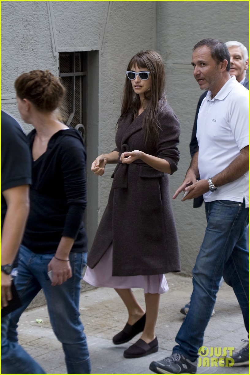 penelope cruz on set 01
