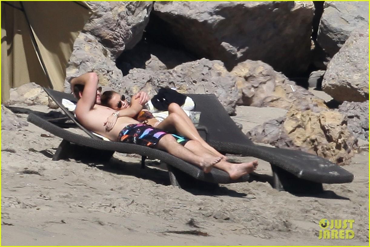 miley cyrus bikini liam hemsworth 04