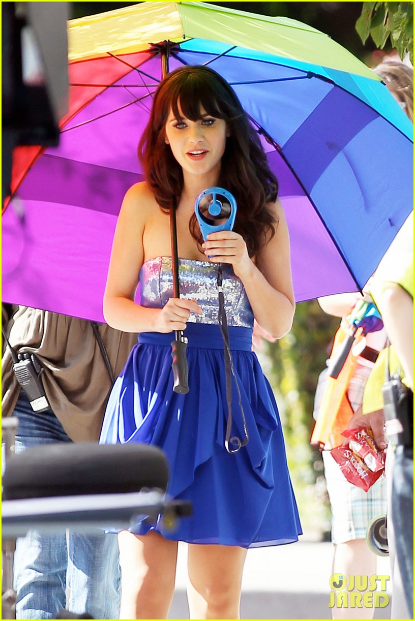 zooey deschanel rainbow umbrella 02