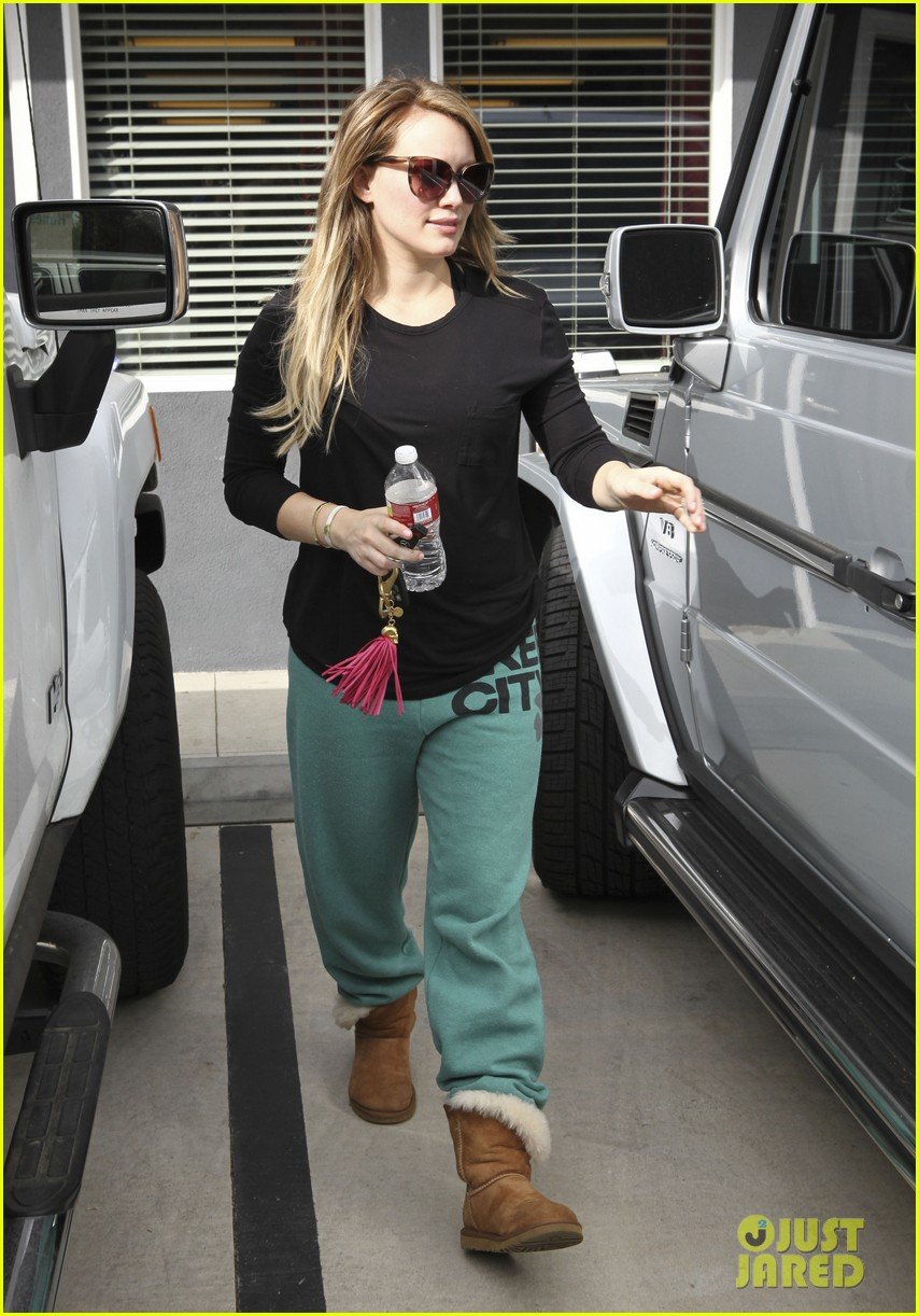 hilary duff green sweats pilates 092591852
