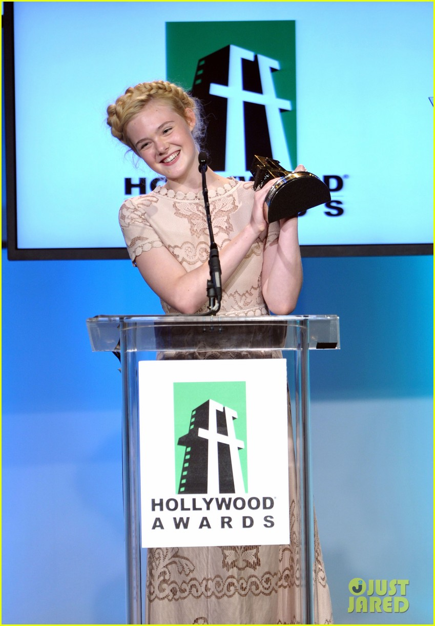 elle fanning hollywood film awards 2011 04