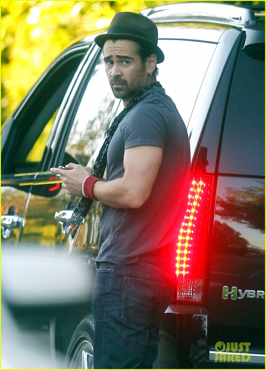 colin farrell visit brentwood 04