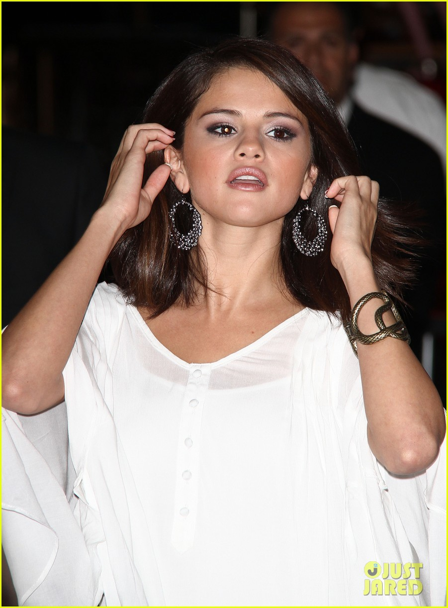 selena gomez the thing premiere 07
