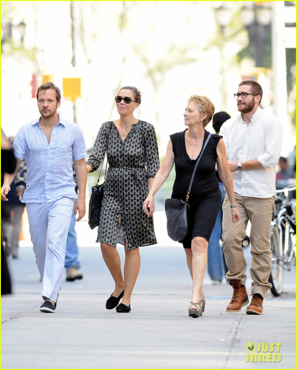 jake gyllenhaal celebrates yom kippur with the family 03