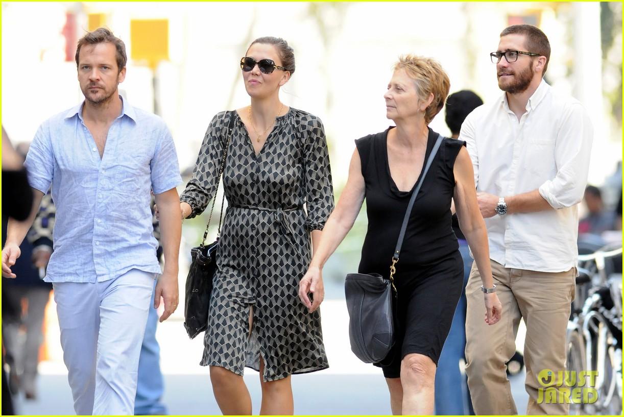 jake gyllenhaal celebrates yom kippur with the family 102588051