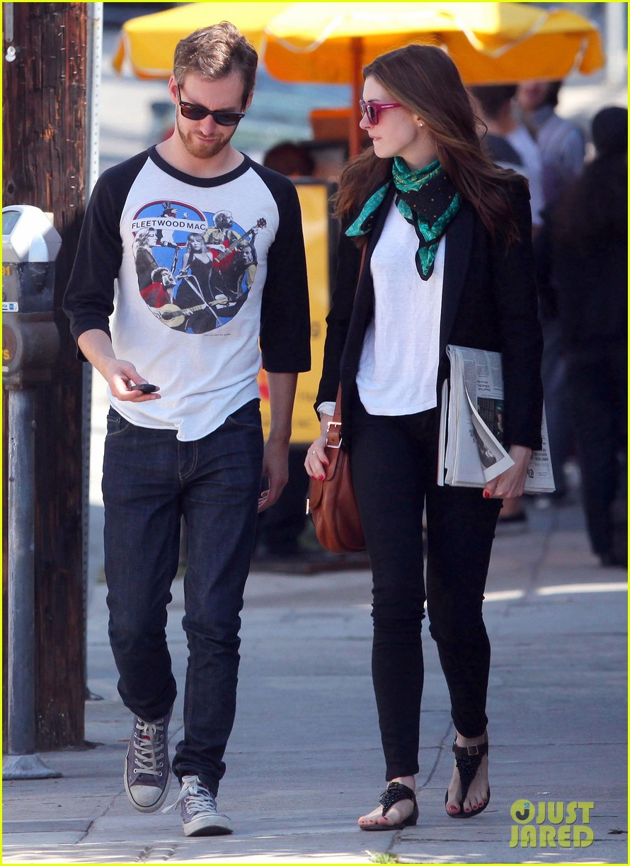 anne hathaway adam chulman lunch 01