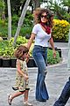 salma hayek miami seaquariam with valentina 01