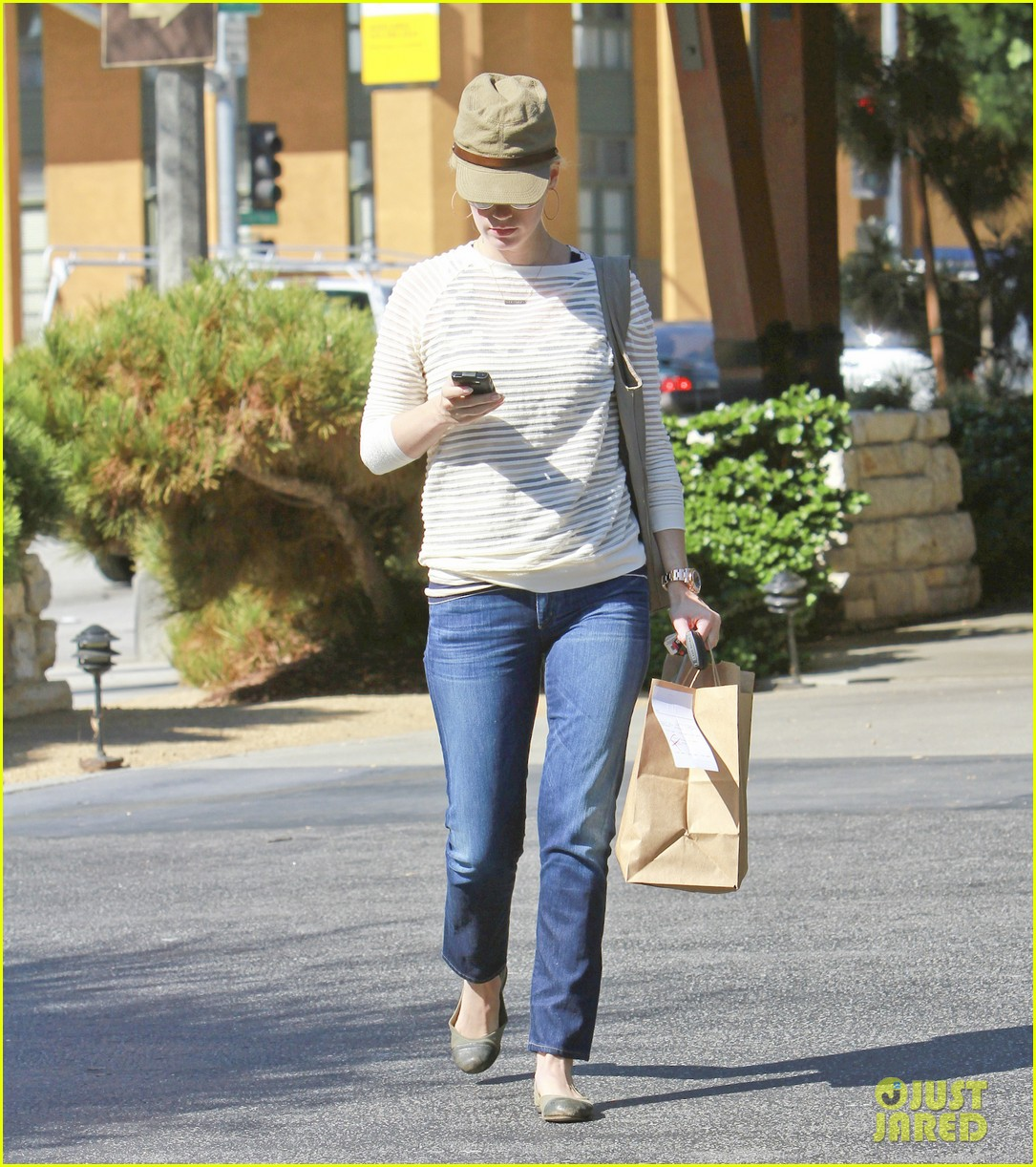 january jones picks up food 162590857