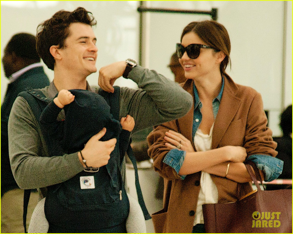 miranda kerr orlando bloom heathrow flynn 04