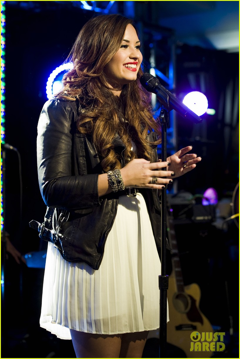 demi lovato jingle ball announcement 02