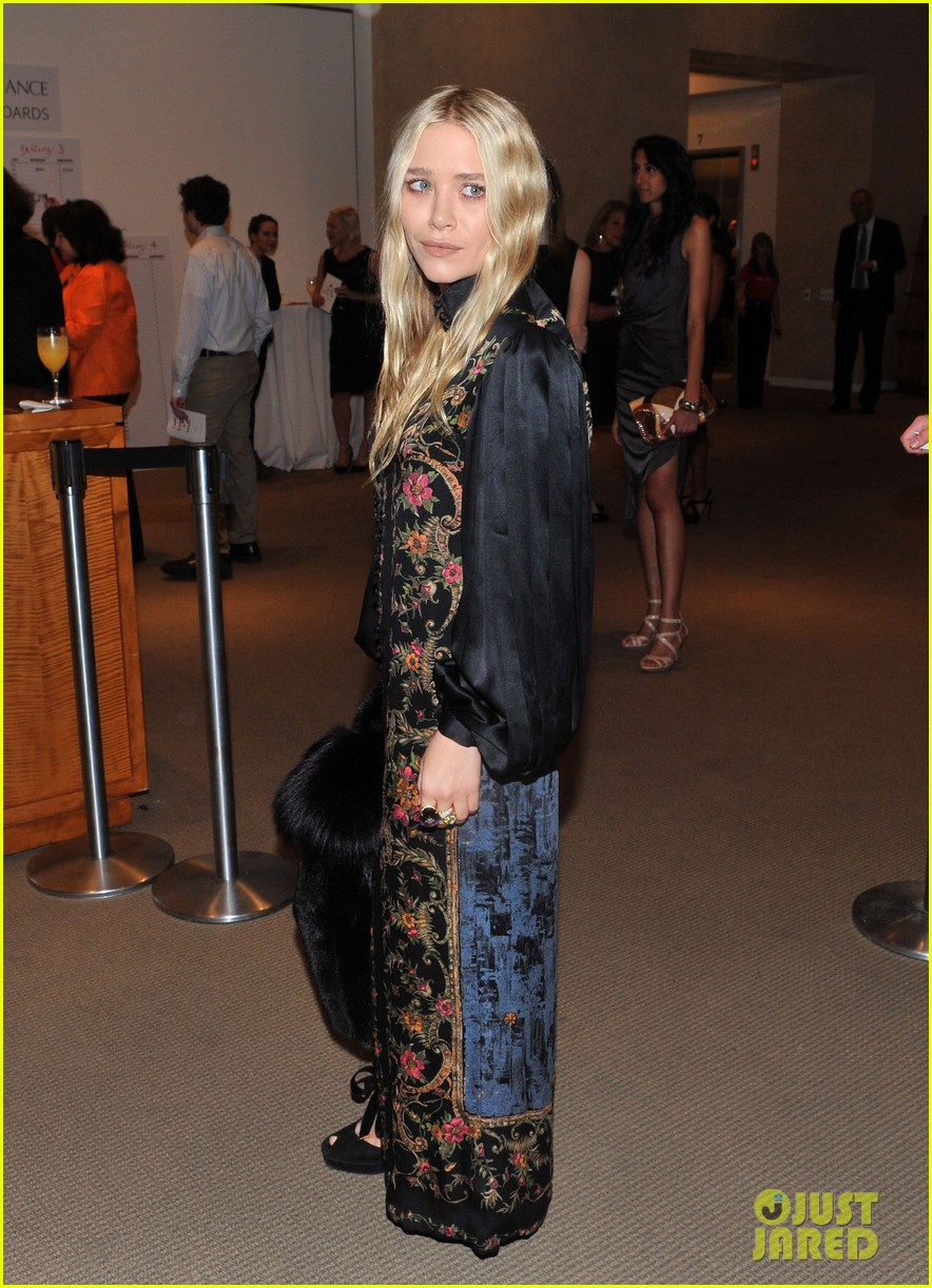 mary kate olsen nyaa 20th annual take home a nude benefit 01