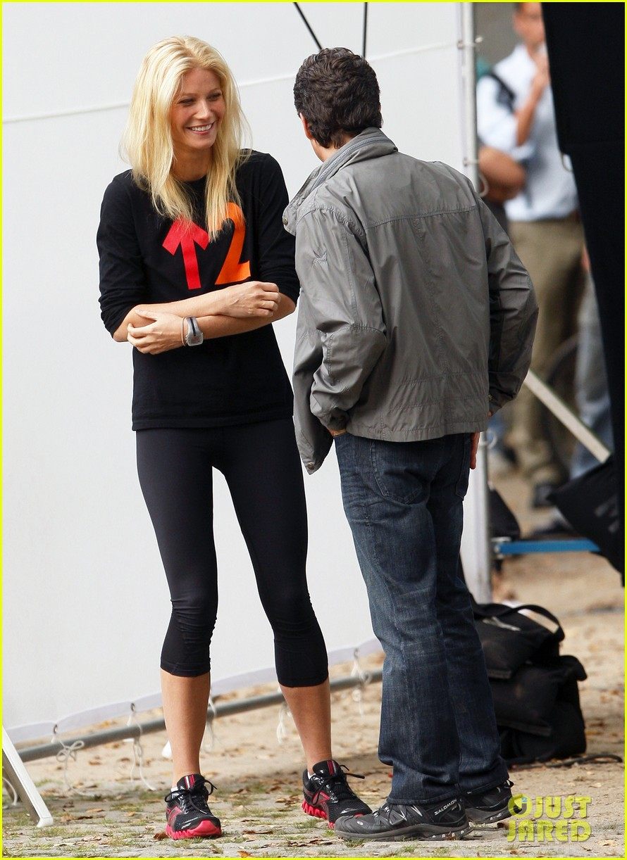 gwyneth paltrow thanks for sharing set with mark ruffalo 01