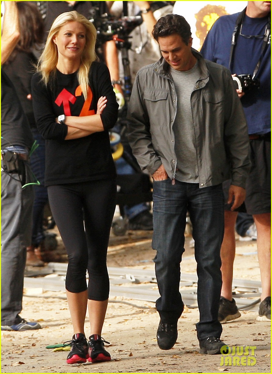 gwyneth paltrow thanks for sharing set with mark ruffalo 182589031
