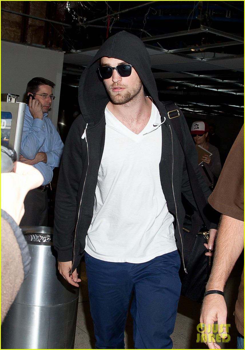 robert pattinson hood up 03