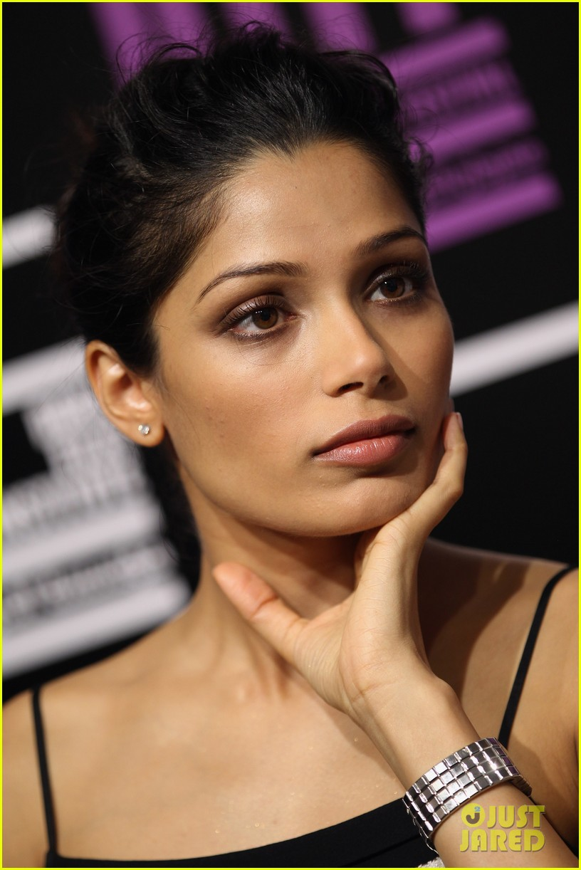 freida pinto black gold photo call 02