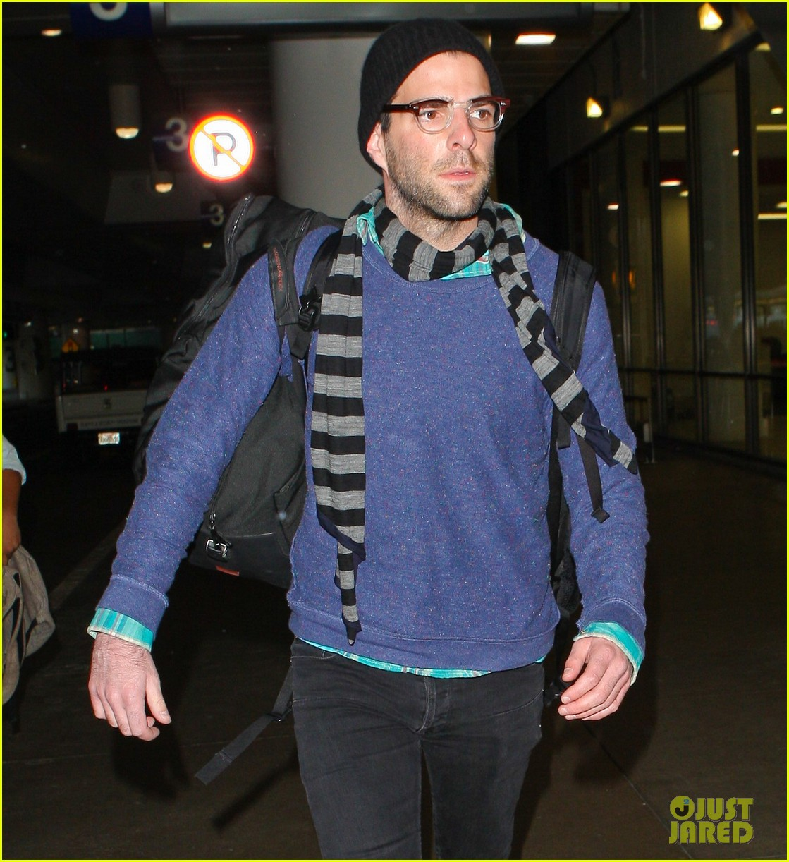 zachary quinto walks dog 02