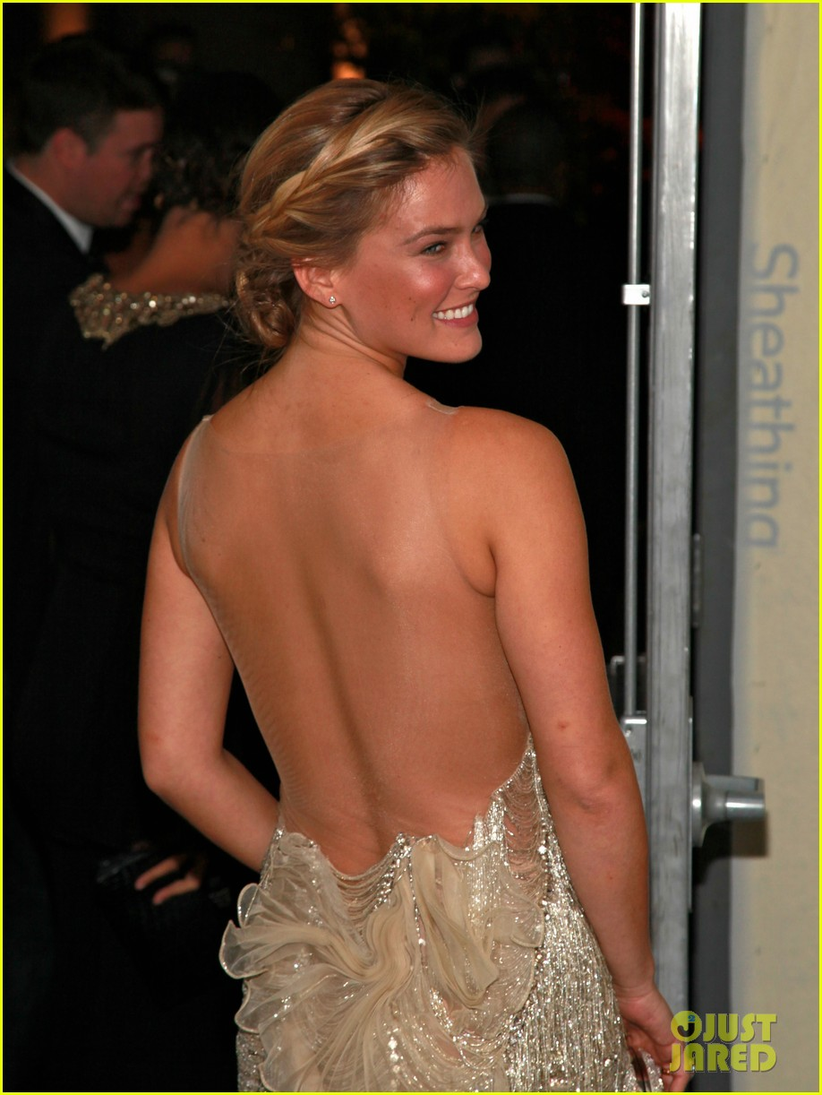 bar refaeli whitney gala 03